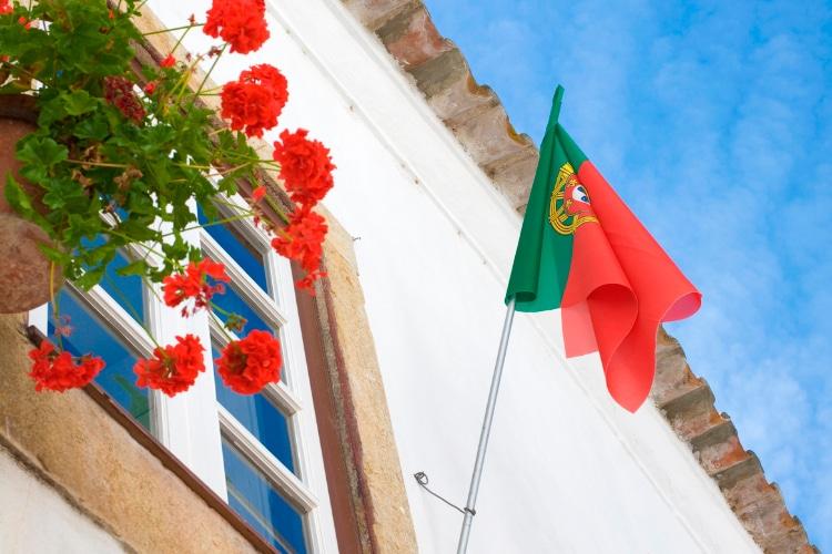 Deconfinement in Portugal